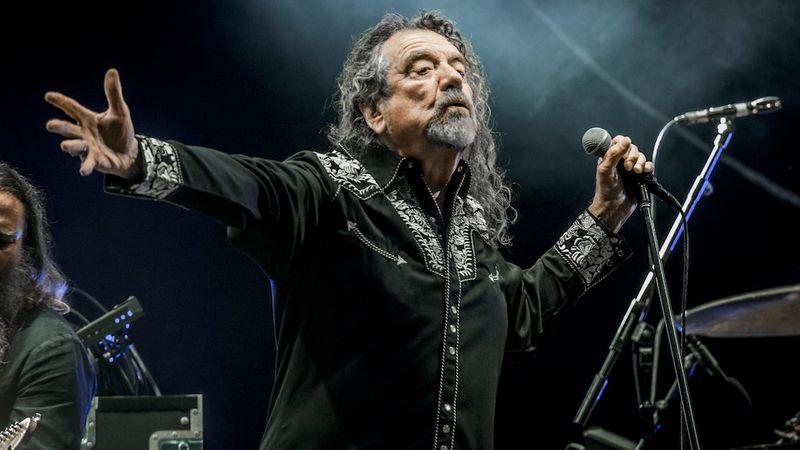 Robert Plant: Rettenetesen énekeltem néhány régi Led Zeppelin dalban...