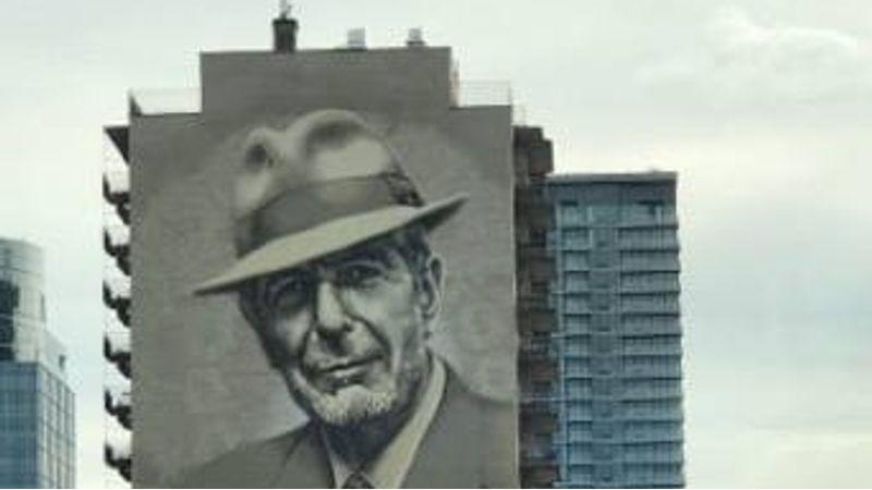 Montreal egy gigantikus képpel tiszteleg Cohen emléke előtt