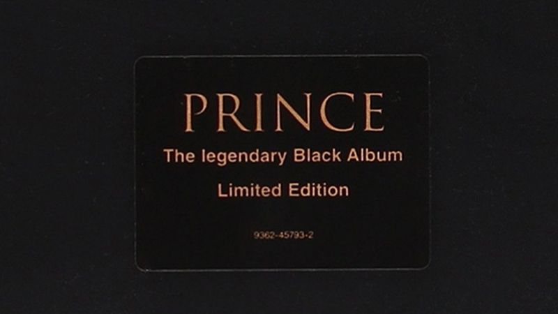 Felbukkant öt példány Prince híres Black Albumából