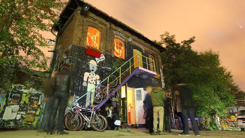 Senkit sem akartunk befolyásolni a fotóval, ez egy berlini romkocsmáról készült kép
