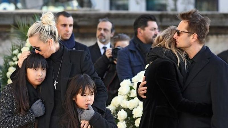 Fotó: Feltehetően ez az utolsó fotó, amelyen a 4 gyerek együtt látható (Daily Mirror). Már a temetésre sem egy gépen utaztak.