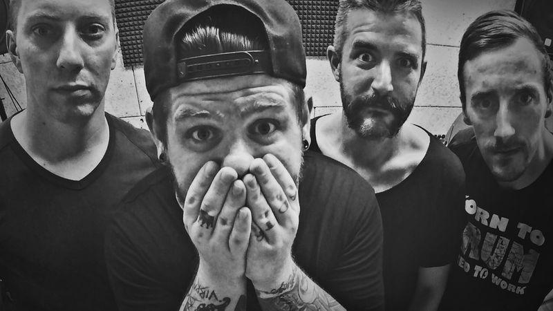 A Depresszió basszusgitárosával áll ma színpadra a NEW FRIEND REQUEST zenekar!