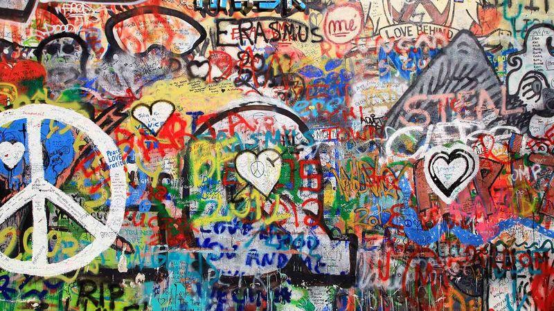 A prágai John Lennon-fal egy részlete