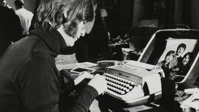 Vajon kinek írt először levelet új írógépéről John Lennon?