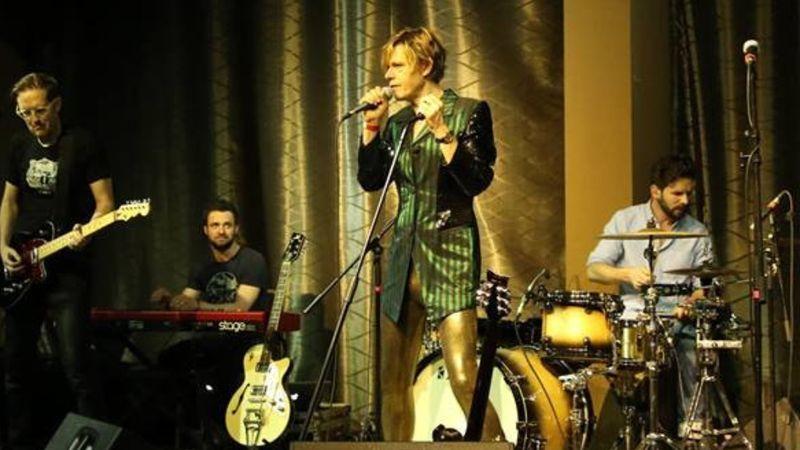 Bowies Keep Swinging