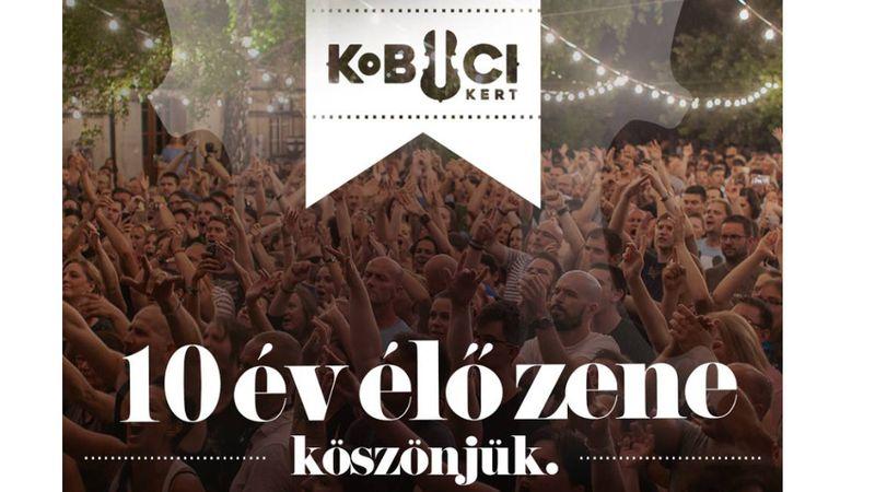 Jótékonyság, világzene, fotóalbum, szülinap – így ünnepli a 10. évet a Kobuci