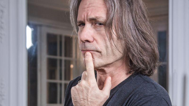 A tehetséges Mr. Dickinson – az Iron Maiden énekesének one-man show-ja novemberben Budapestre érkezik