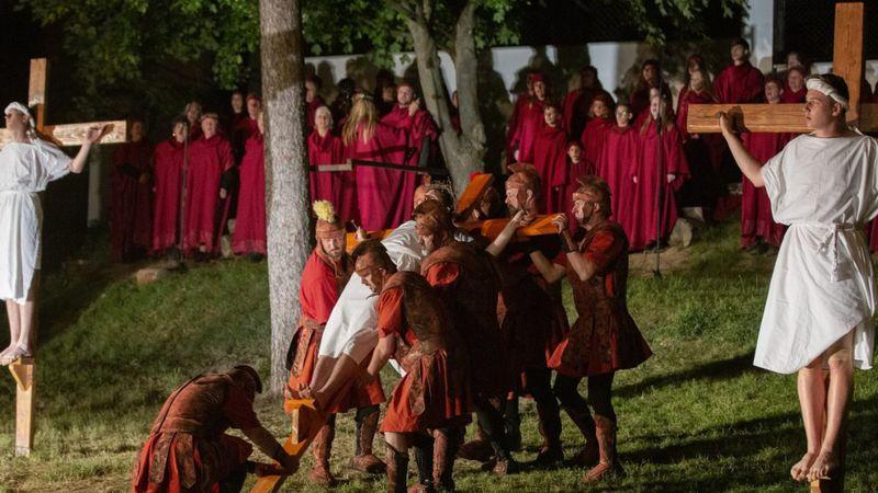 Az immáron világhírű Magyarpolányban Pünkösdkor ismét színpadra lép az egész falu