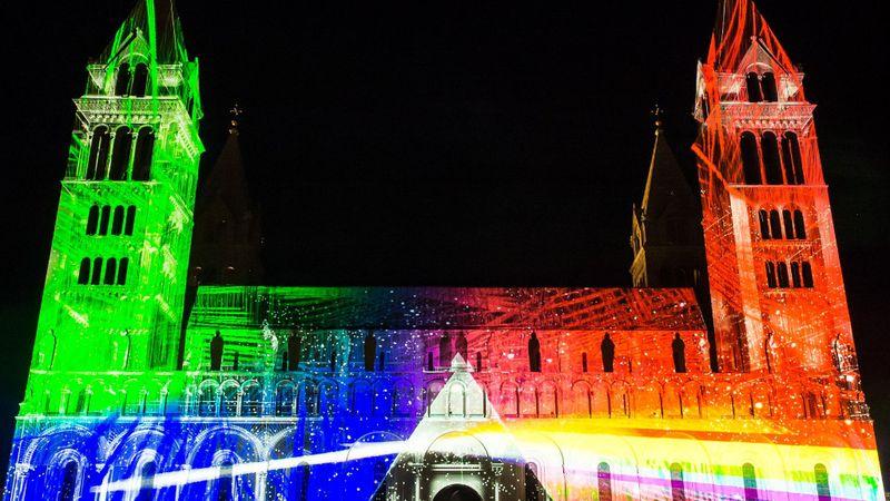 Lenyűgöző éjszakai fényattrakciók, 170 ingyenes program – Zsolnay Fényfesztivál
