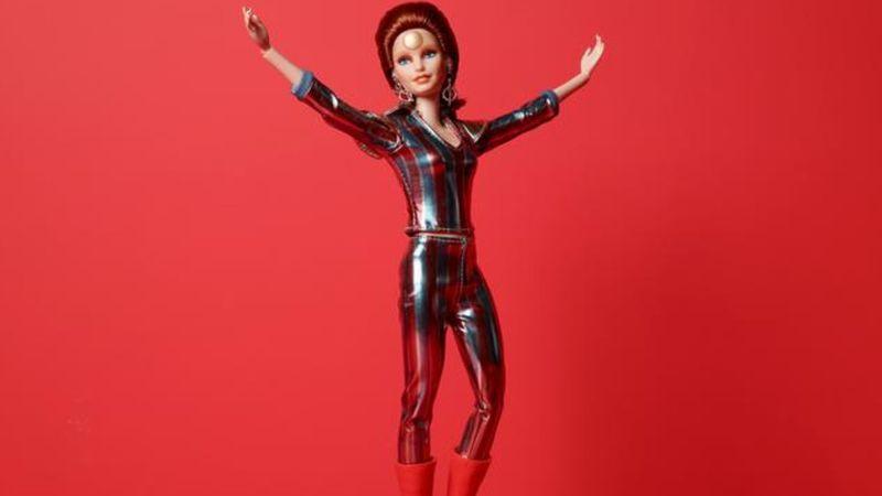 Bowie-barbi babát dobott piacra a játékgyártó a Space Oddity megjelenésének 50. évfordulója alkalmából