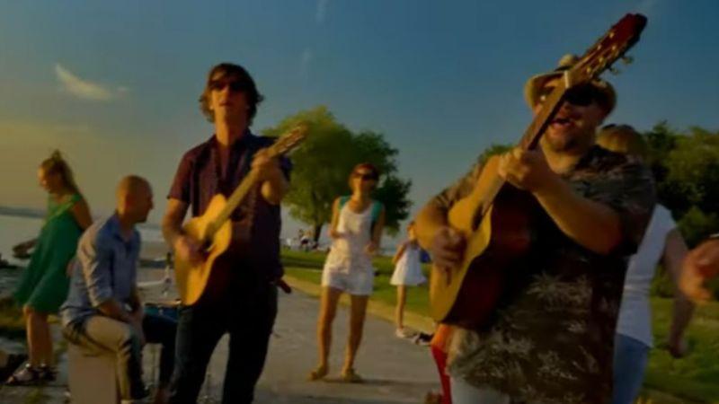 Táncoljatok és énekeljetek! – ezt üzenik nektek Kiss Tibiék