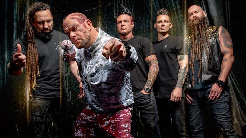A Five Finger Death Punch – Báthory Zoltánnal (balra)