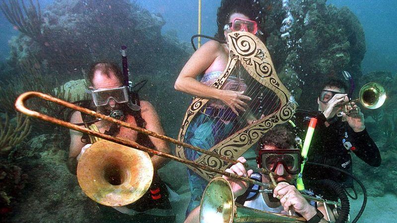 A világ egyetlen víz alatti zenei fesztiválja az újranyitott magánszigeten