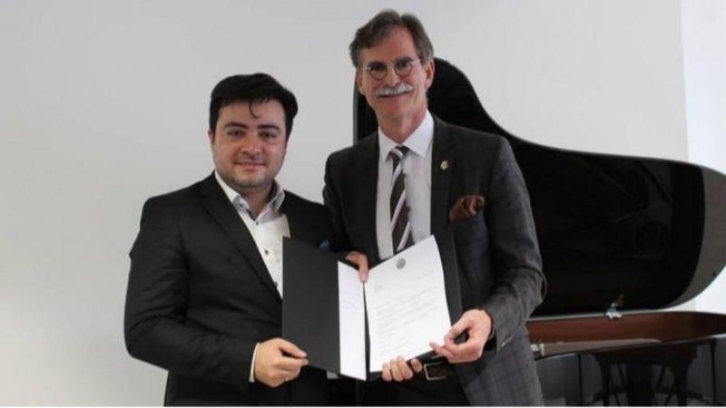 Balázs János és Gerrit Glaner a Steinway igazgatója