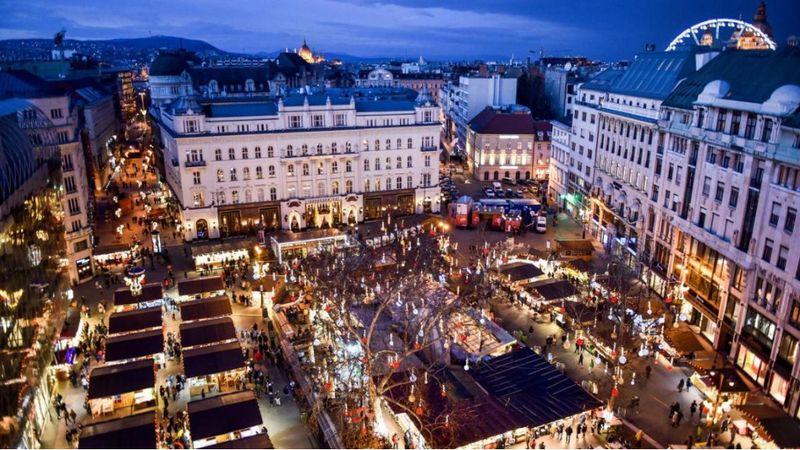 megnyitott a Vörösmarty téri Téli Fesztivál és Vásár