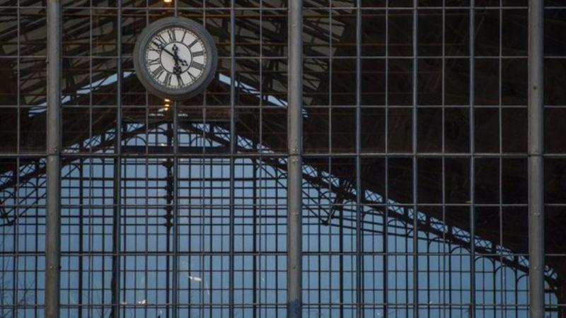 Ingyenes koncertek lesznek a Nyugati, a Keleti és a Déli pályaudvaron
