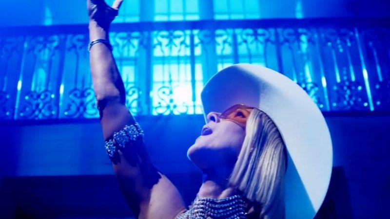 Celine Dion a '90-es éveket idézi meg az Insta reklámjában