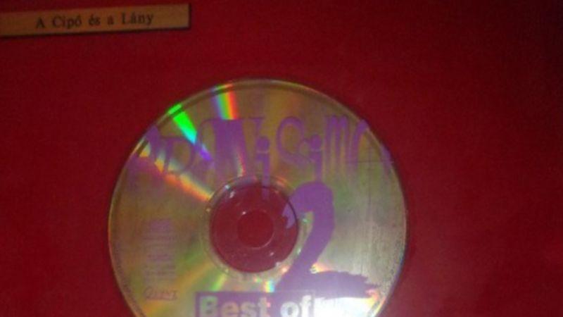Felbukkant a neten egy egész zenei archívumra való régi bakelitlemez, valamint egyes zenekarok aranylemezei