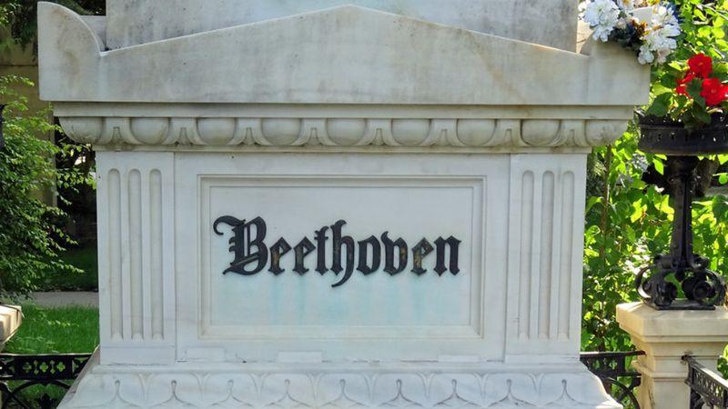 Forog a sírjában vagy ujjong Beethoven? Mesterséges intelligencia fejezi be a 10. szimfóniát