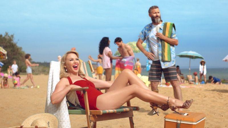 Nem volt túl jó az időzítése a Kylie Minogue-féle Ausztrália-kampánynak