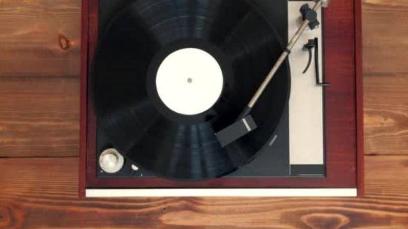 Miért kell az asztalosnak Mendelssohnt hallgatnia?