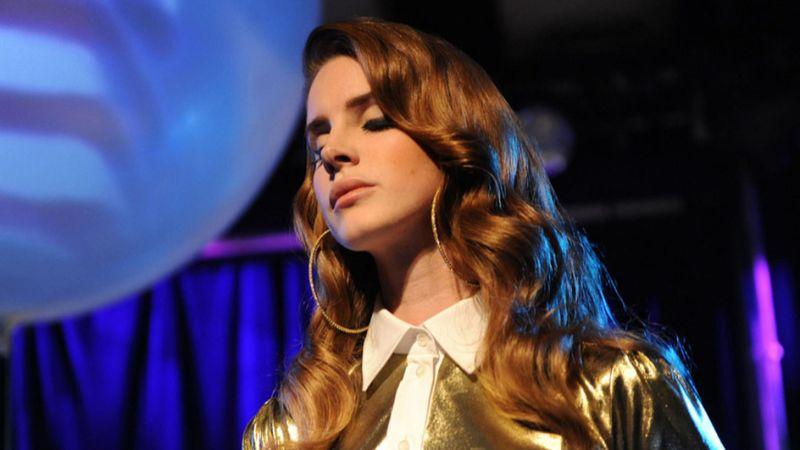 Elment a hangja – lemondta európai turnéját Lana Del Rey