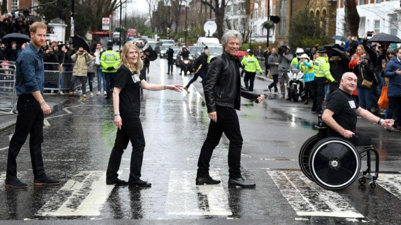 Bon Jovival énekel duettet Harry herceg