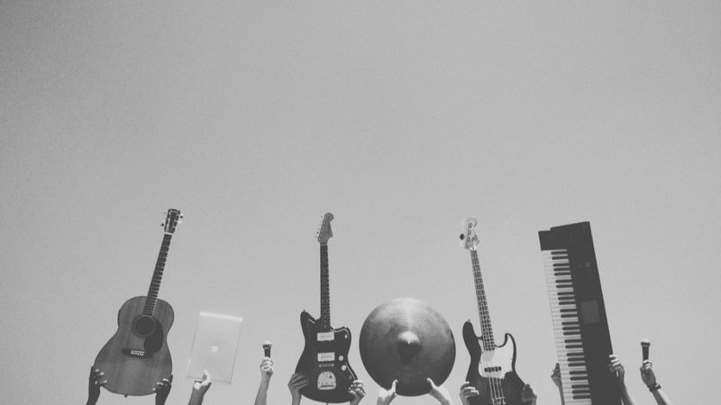 Közzétették, milyen feladatot kell vállalniuk a zenészeknek az állami támogatásért