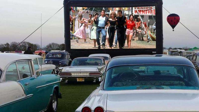 Visszatér a 60-as évek hangulata: autós mozi nyílik a pláza tetején