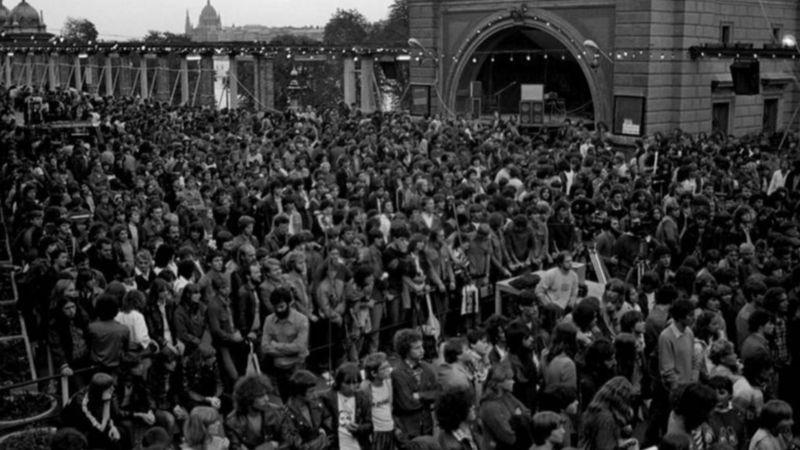 40 éve történt: ráomlott a közönségre a fal az ifiparkos Edda koncerten