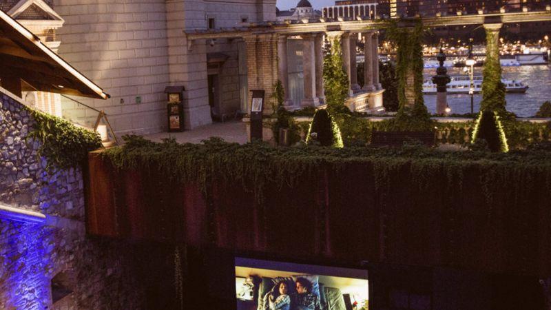 Indul a szabadtéri mozi és koncertekkel is vár a Várkert Bazár