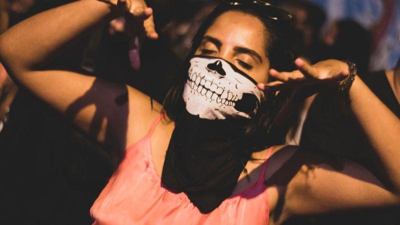 A koncerteken is kötelező lesz maszkot viselni?