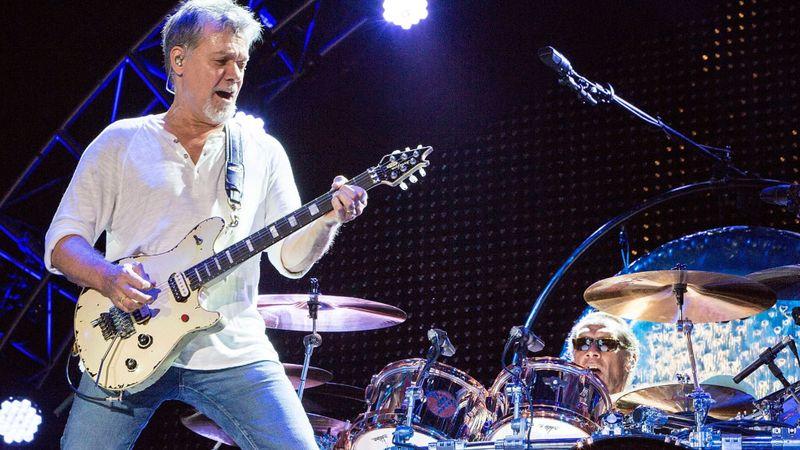 65 éves korában elhunyt minden idők egyik legnagyobb gitárosa, Eddie Van Halen