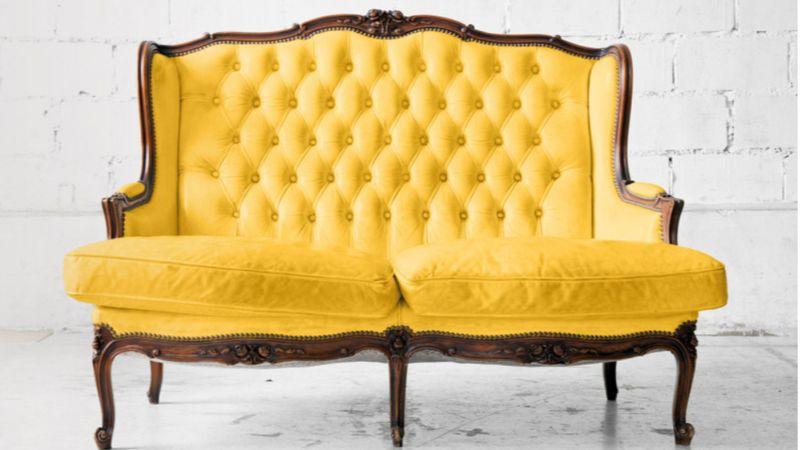 És akkor dalra fakadt egy sárga kanapé...