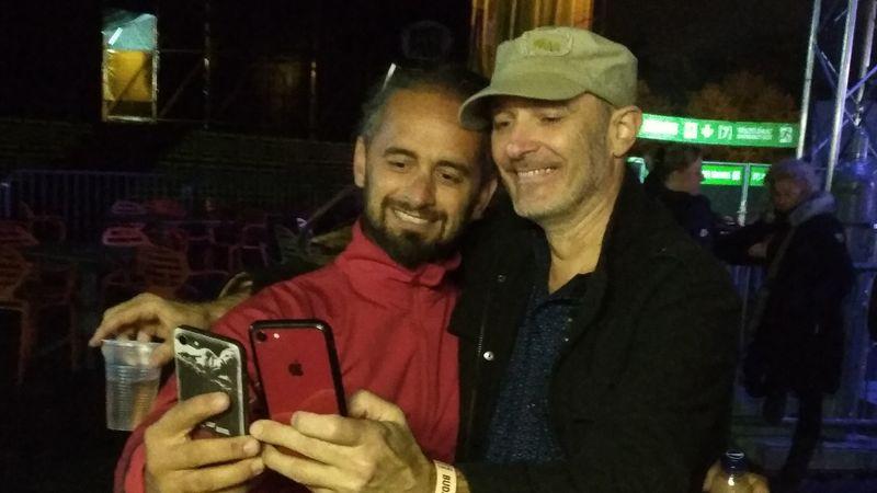 Zenészek egymás közt: Somogyi Feri (Colorstar) és Lecsó (PUF) fotózza egymást