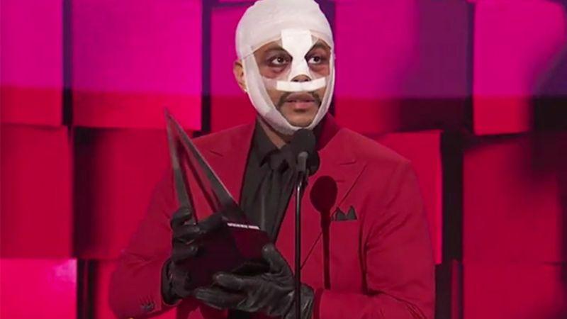 The Weeknd elég bizarrul festett az American Music Awards idei díjkiosztóján