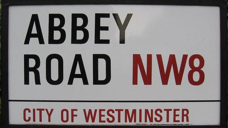 Megharcoltak érte: 37 ezer fontért kelt el az Abbey Road egy utcanévtáblája