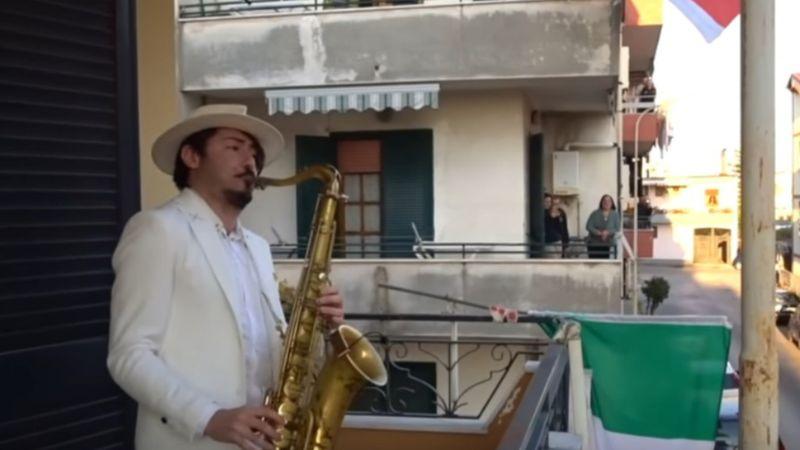 Az olaszok soha nem fogják elfelejteni a balkonkoncerteket