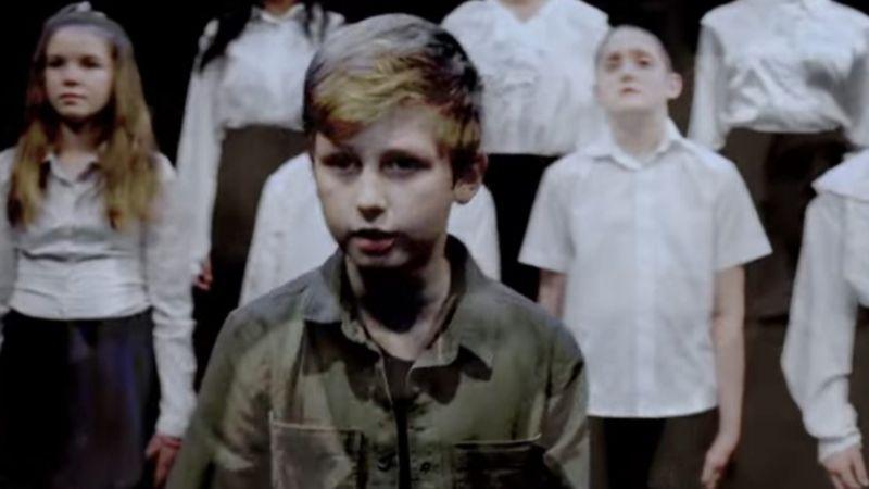A fiatal Audiopoetat Misi unokaöccse, Belényi Miklós alakítja