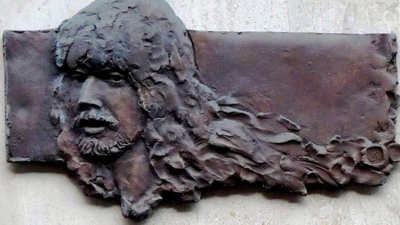 Barta Tamás emléktáblája az Izabella utca 39/b számú ház falán (dka.oszk.hu)