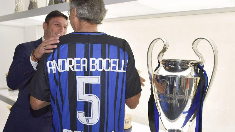 Andrea Bocelli énekel az Eb megnyitóján