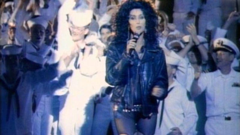 Elkelt Cher szerkója, amiért megvadultak a tengerészek