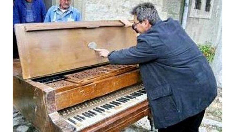 Magyar rapszódia: ingyen odaadnák a híres zongorát!