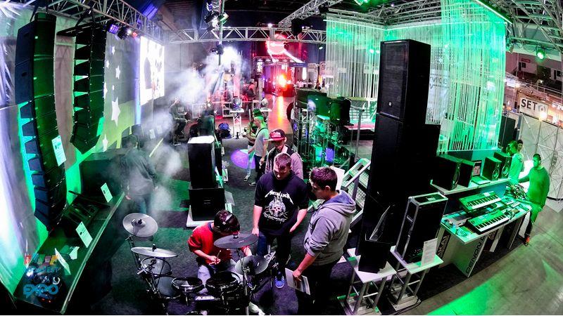 Ingyenes fesztivál tízezer hangszerrel és számos fellépővel