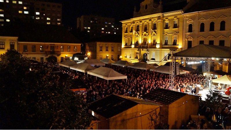 Bor és dal: hétvégén ingyenes koncertek az óbudai Fő téren