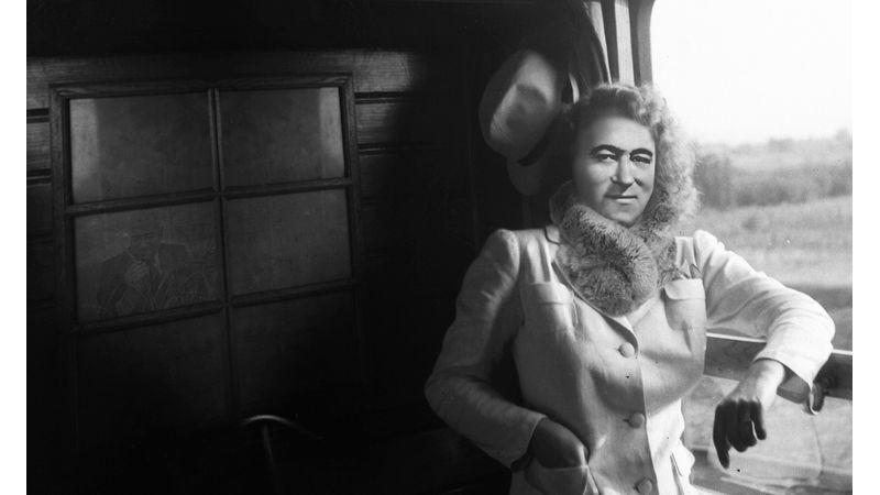 '56-os megemlékezés az egykori pártfőiskolán: Dürer-panoptikum Budapest Bárral