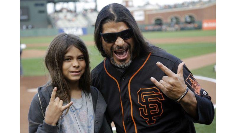 Nem fogod elhinni, ki szállt be a Korn turnéjába basszerozni!