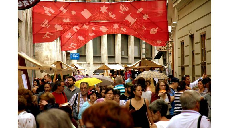 Ismét ingyenes utcafesztivál a Kazinczyban: Judafest
