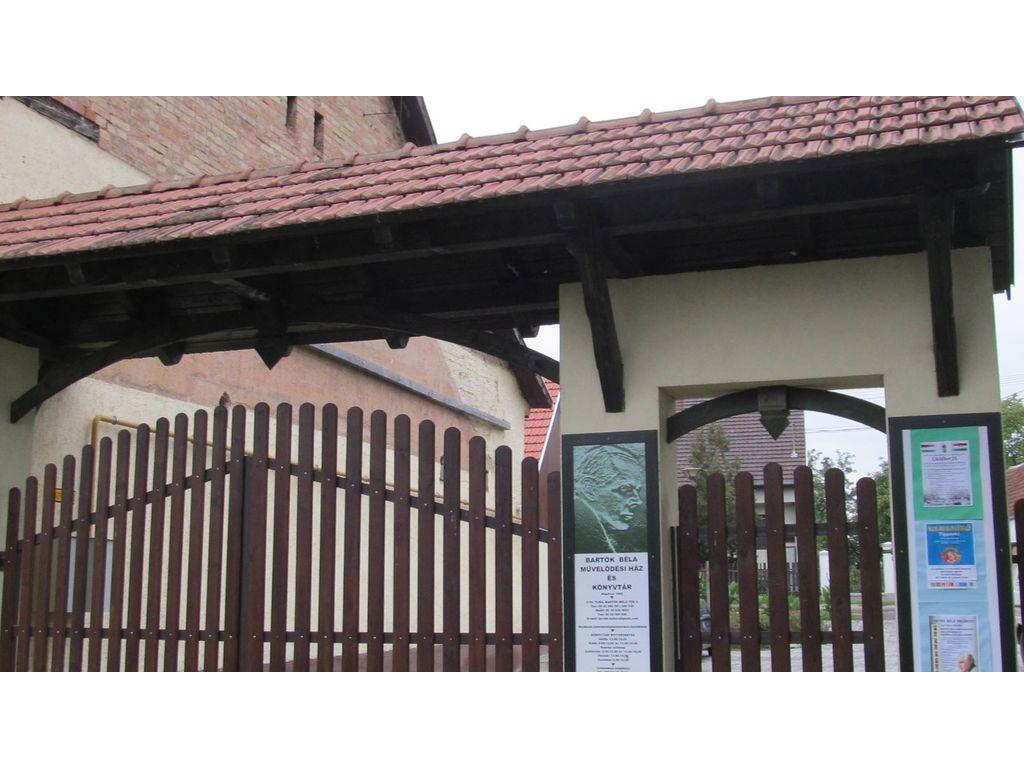 Bartók Béla Művelődési Ház és Könytár Tura