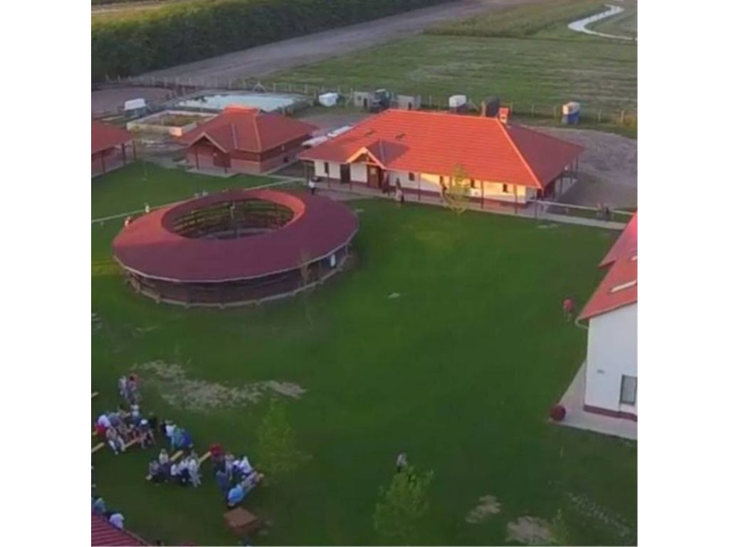 Futó-Dobó Lovasközpont